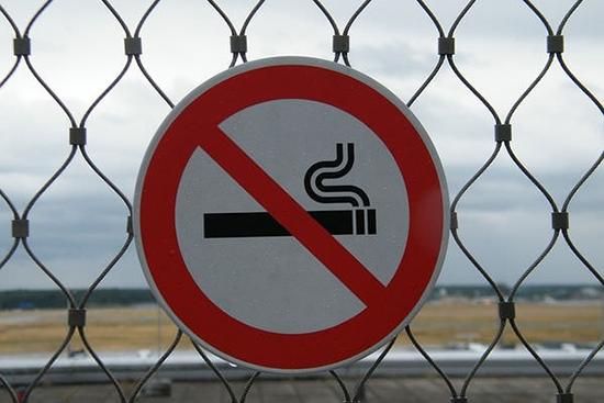 Общественные места и курение IQOS: что говорит закон